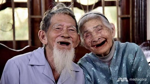 Bao nuoc ngoai nguong mo cap vo chong gia trong rau sach cho Hoi An