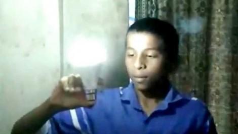 Kỳ lạ cậu bé dùng tay không thắp sáng bóng đèn