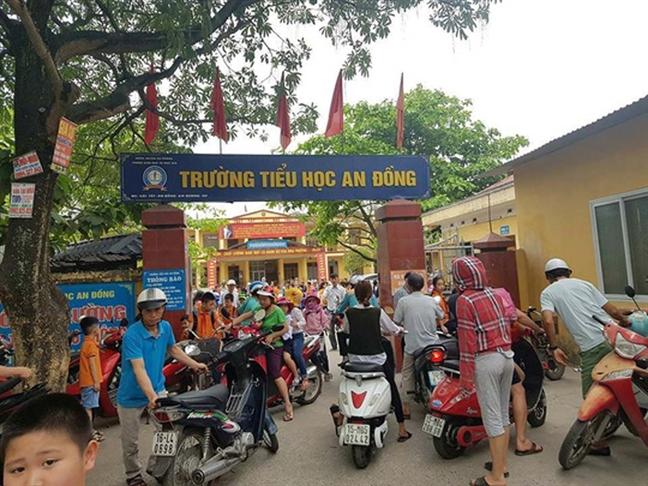 Tu vu 'uong nuoc gie lau bang': Phu huynh giat minh, chua day con phan khang