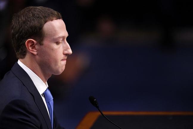'Vu khi' giup ong chu Facebook Mark Zuckerberg tu tin khi ngoi 'ghe nong'