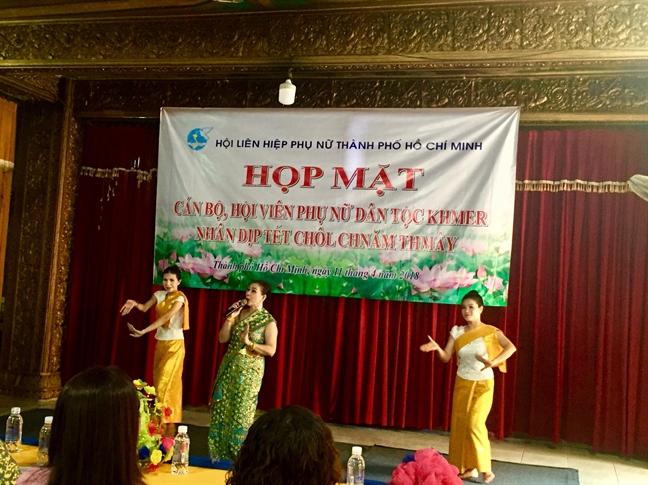 Hop mat hoi vien phu nu dan toc Khmer nhan tet co truyen Chol-Chnam-Thmay