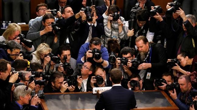 Nhin than thai Mark Zuckerberg, bat hinh dong Facebook