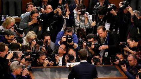 Nhìn thần thái Mark Zuckerberg, bắt hình dong Facebook