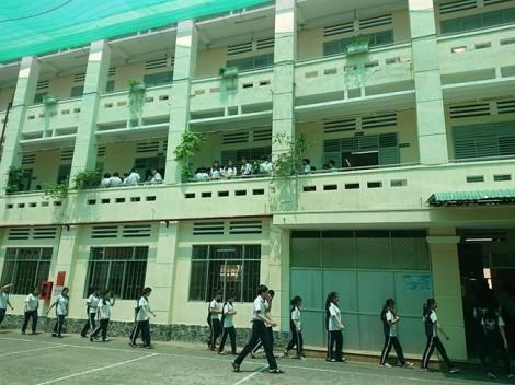 Nam sinh trường THPT Nguyễn Khuyến cười với bạn trước khi nhảy lầu tự tử