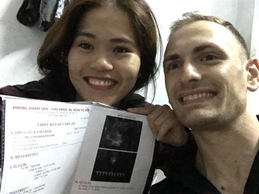 Chuyen co gai Viet 1m50 'hot' duoc chang Tay 1m86 va su that trai nguoc suy nghi cua cong dong mang