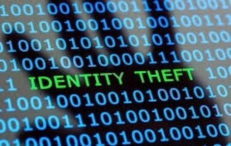 Bất ngờ phát hiện bạn học đánh cắp danh tính của mình suốt 20 năm