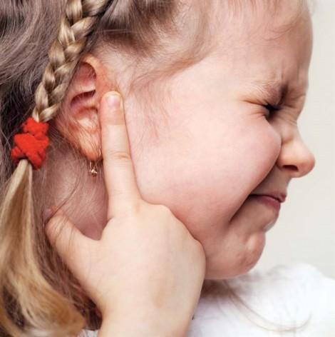 Lấy dị vật ở tai, mệt bở hơi tai