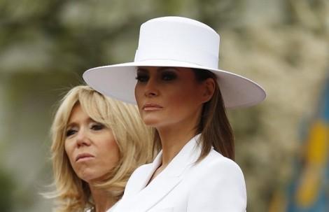 Chiếc mũ trắng gây tranh cãi của Đệ nhất phu nhân Mỹ Melania Trump