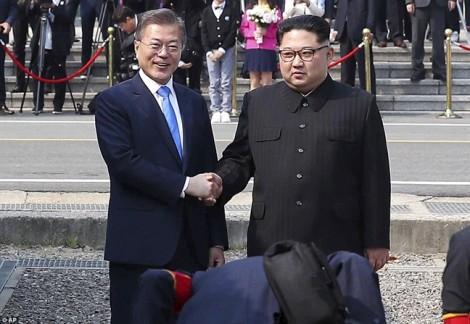 Bán đảo Triều Tiên dõi theo từng 'bước chân lịch sử'