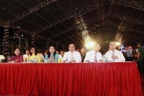 NSƯT Thanh Ngân - Trọng Hữu gây xúc động trong đêm nhạc mừng thống nhất đất nước