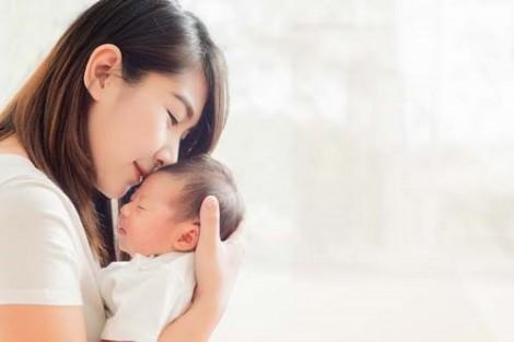 Liệu pháp ôm con