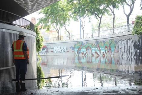 Hai hầm chui ở Sài Gòn ngập nặng sau cơn mưa trái mùa vì tủ điện... bị cháy