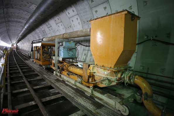Chui xuong 10m duoi long dat Sai Gon theo tuyen metro Ben Thanh - Suoi Tien