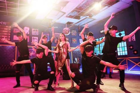 Hồ Quỳnh Hương từng muốn huỷ dự án âm nhạc khi quay những cảnh sexy