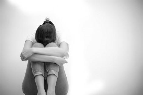 Sao phải tự tử vì một người không xứng đáng?
