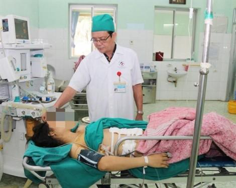 Tưởng công an đến bắt, người chồng ở Tuyên Quang đâm thấu phổi vợ