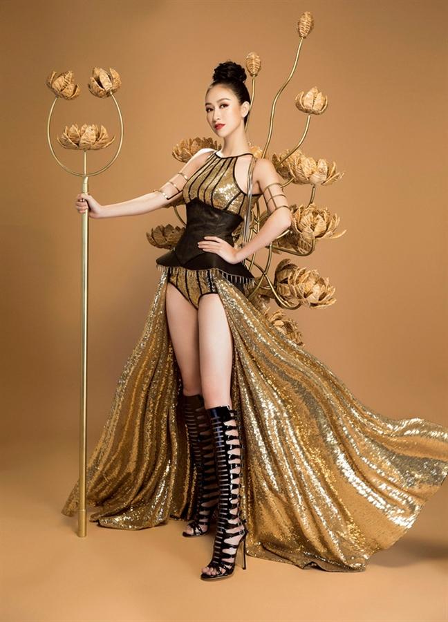 Lan dau tien, trang phuc dan toc H'Mong duoc mang ra dau truong nhan sac quoc te
