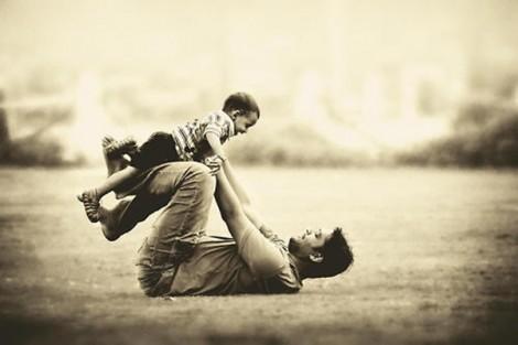 Đau lòng chuyện con trai gọi bố là 'bác' vì mười mấy năm bố không một lần thăm hỏi