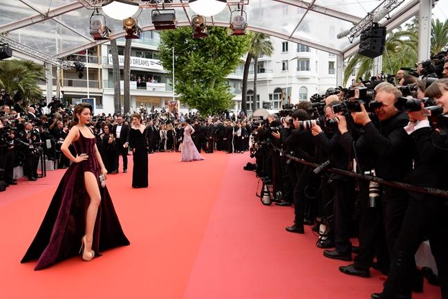 Du chuan bi chin chu, Ly Nha Ky van khong duoc ong kinh tai tham do LHP Cannes 'uu ai'