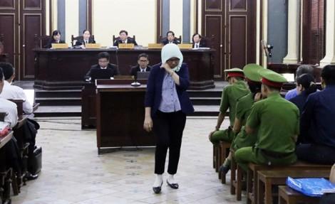 Nữ bị cáo mang con sơ sinh đến phiên xử đại gia Hứa Thị Phấn khai gì?