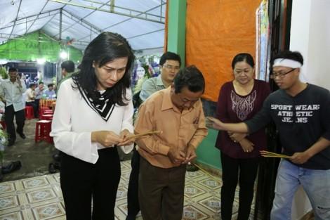 Phó chủ tịch UBND TP.HCM Nguyễn Thị Thu về Đồng Nai viếng tang hiệp sĩ Nguyễn Hoàng Nam