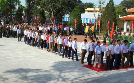 Đón 98 liệt sỹ hy sinh tại Lào về với đất mẹ