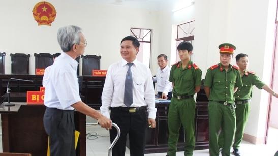Khang nghi huy an doi voi Nguyen Khac Thuy, tam dinh chi chu toa toa phuc tham