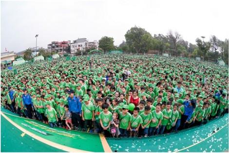 Hồng Đăng cùng 2 con gái quyết tâm hoàn thành 'đường đua' vì thế hệ Việt Nam năng động