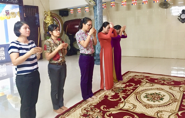 Hoi LHPN TP.HCM chuc mung Dai le Phat dan