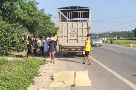 Bị xe tải tông trên đường đi sinh, thai phụ tử vong, chồng nguy kịch
