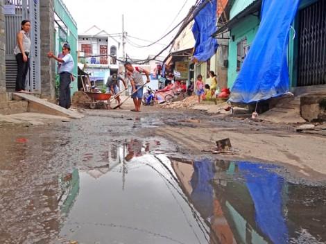 Hàng trăm con hẻm Sài Gòn đang vào  mùa... 'tụ nước'