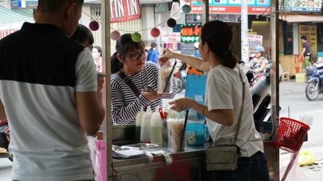 Sữa tươi trân châu đường đen giá rẻ lề đường hút khách