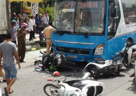 Tông xe liên hoàn ở Vĩnh Long, 5 người nguy kịch