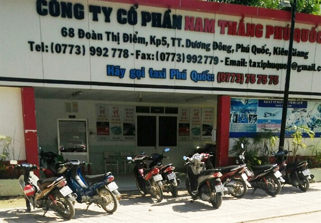 Dinh chi Pho giam doc hang taxi no sung canh cao nguoi khac
