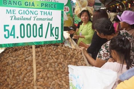 Đi 'chợ nổi' mua trái cây tươi giá rẻ hơn thị trường 30% tại TP.HCM