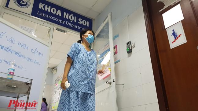 Xuyen dem 'lung' virus khien 80 nguoi bi mac ket o Benh vien Tu Du
