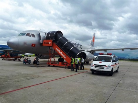 Máy bay từ Hà Nội đi Đà Lạt hạ cánh khẩn Đà Nẵng để cứu hành khách ngất xỉu