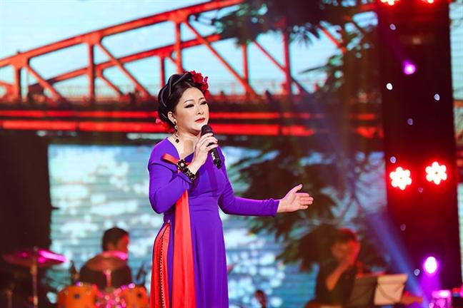Ca si Nhu Quynh: 'Toi van con kho khao lam'