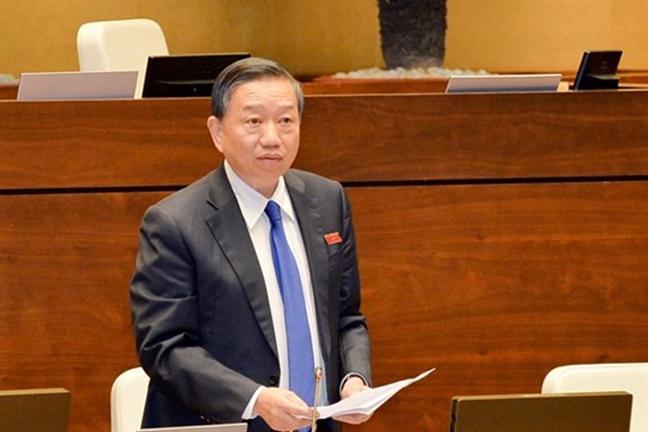 Bo truong To Lam: Chuyen 25.000 cong an chinh quy xuong lam cong an xa