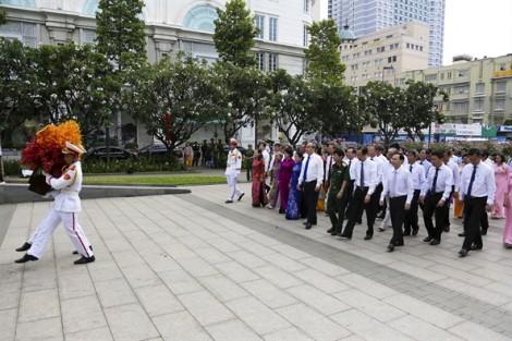 Lãnh đạo TP.HCM dâng hoa tưởng niệm Chủ tịch Hồ Chí Minh