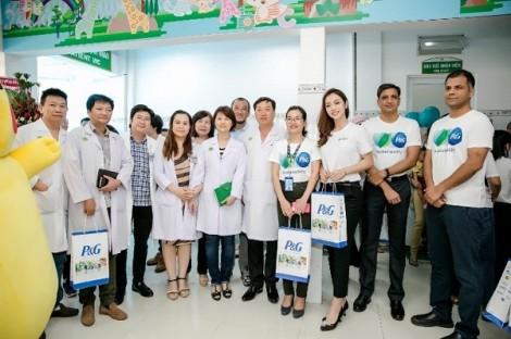Pampers Việt Nam tặng sân chơi cho bệnh nhi