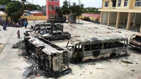 Xem xét việc khởi tố vụ đốt phá trụ sở UBND tỉnh Bình Thuận và PCCC Phan Rí