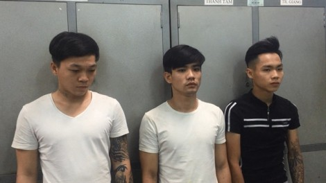 Băng nhóm hành hung du khách nước ngoài rồi đánh cướp