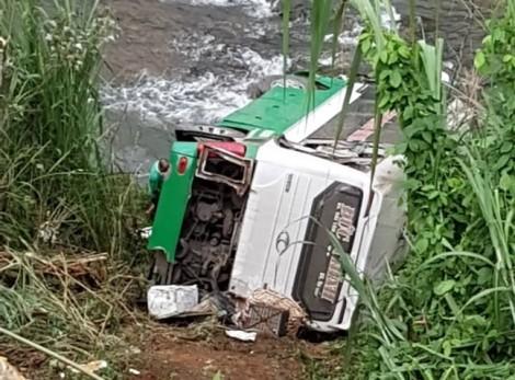 Xe khách mất lái lao xuống vực, 3 người tử vong