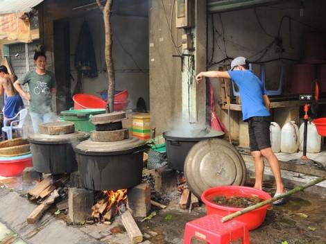 Tết Đoan Ngọ, hàng chục ngàn chiếc bánh ú ra đời từ lò bánh tấp nập nhất Sài Gòn