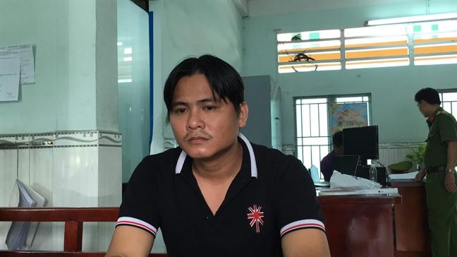 Khoi to cac doi tuong nem da vao luc luong Canh sat co dong