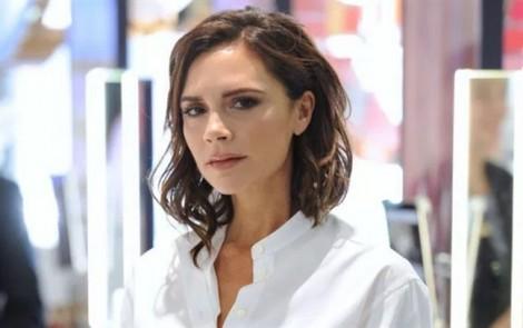Chuyên gia trang điểm tiết lộ bí quyết Victoria Beckham luôn trẻ đẹp dù đã ngoài 40