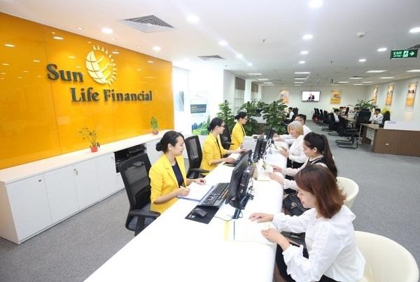 Sun Life Viet Nam dat danh hieu 'Top 100 – San pham, dich vu tot nhat cho gia dinh, tre em' nam 2018