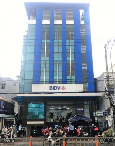 Cư dân Gia Phú đề nghị không bán chung cư, ngân hàng nói chỉ bán nợ không bán tài sản của dân