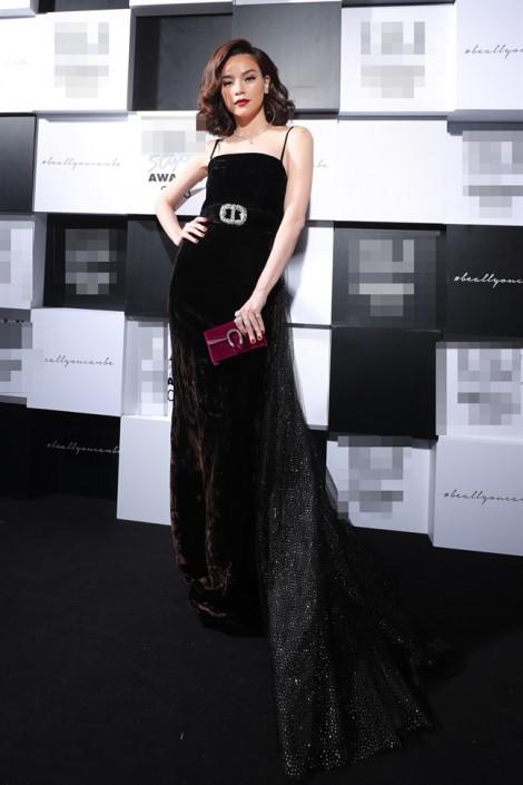 Hồ Ngọc Hà 'đụng' váy với Dakota Johnson